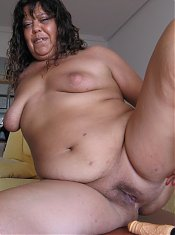Big mature Tere loves to get nasty on herself
